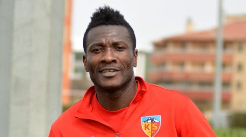 'Captain' Asamoah Gyan Can 'F00L' Papa! Watch Him In This Video