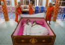 More Couples Having Their Weddings In A Coffin These Days–Here's The Reason