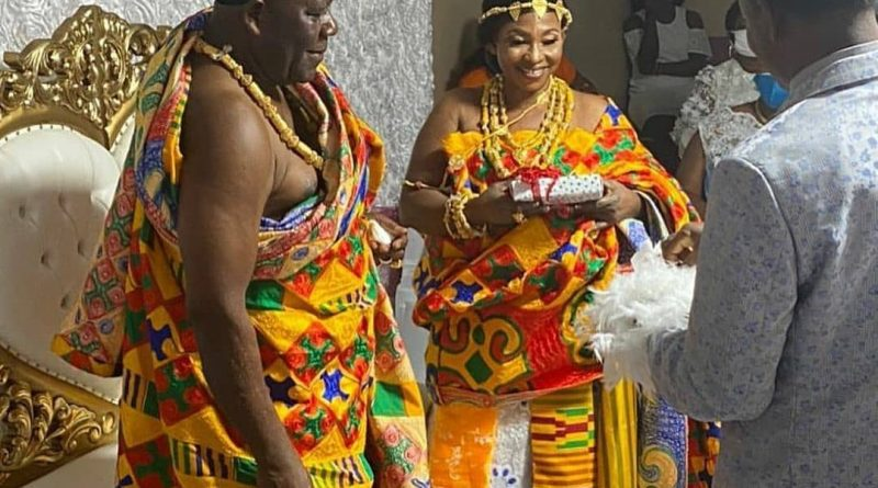 Kumawood Actress Kyeiwaa Refuses To Smile At Husband On Their Wedding Day. We Figure Out What The Problem Really Is!