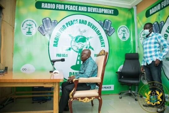Akufo-Addo Carries His Own Chair From Accra To Northern Region Just To Sit On It For A Radio Interview (See Photo + Reactions)